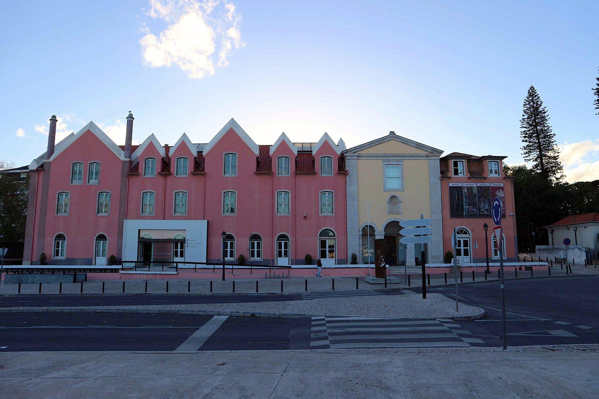 C. Cult. de Cascais. Im Jahr 2000 eröffnet und vom Lissabonner Architekten Jorge Silva umgebaut.