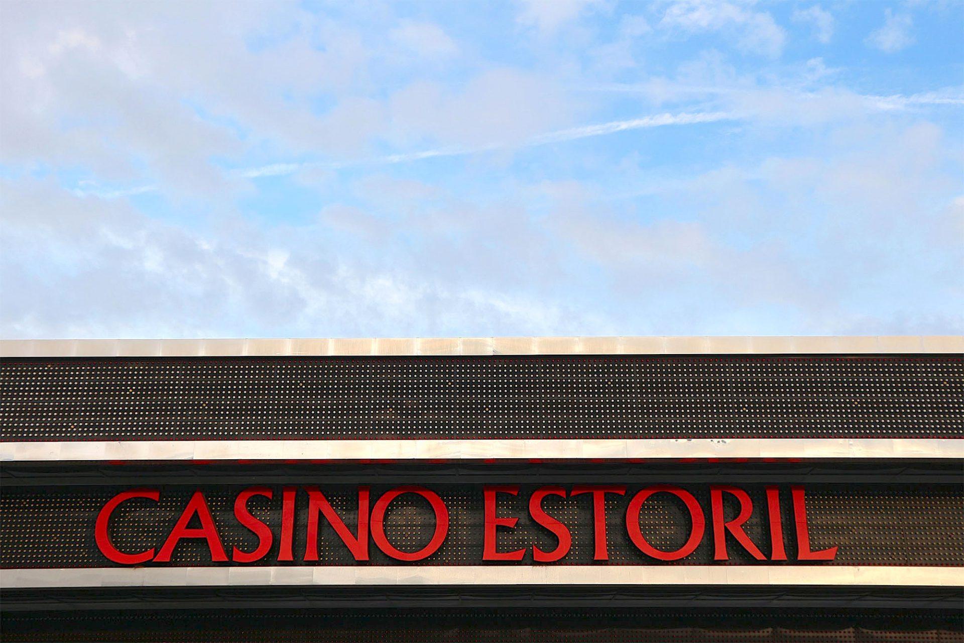Casino Estoril. Der Neubau des Casinos stammt aus dem Jahr 1968, die alte Spielbank wurde 1931 eröffnet.