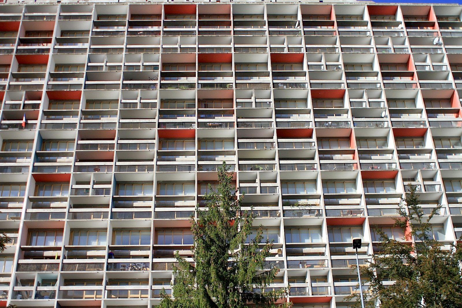 """Unité d'Habitation. Le Corbusiers Farbenlehre als Teil der Architektur. Seine Strategien der Farbgestaltung geben der """"Wohnmaschine"""" eine fünfte Dimension."""