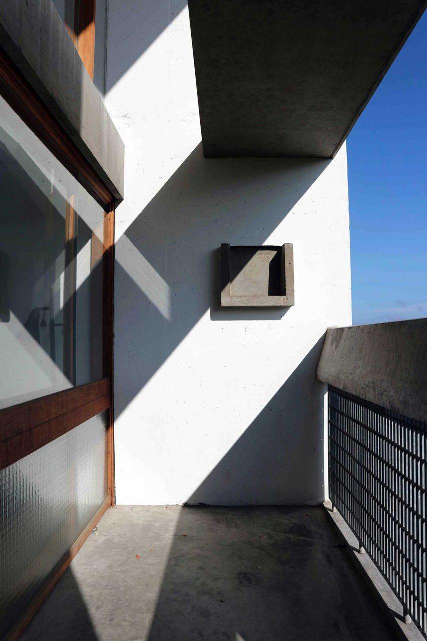 Unité d'Habitation. Die Wohnungen sind insgesamt 3,66 Meter breit, in der Galerie 4,88 Meter hoch. Die anderen Räume haben eine Höhe von 2,26 Meter, bedingt durch die Modulormaße.
