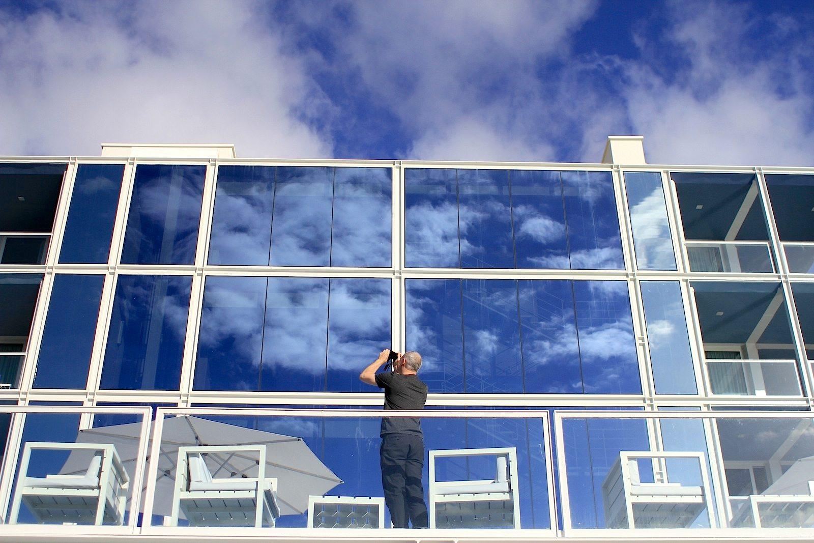The Oitavos. Das andere: Glas, Licht und Leichtigkeit mit dem kühlen Industrielook einer Highend-Galerie.