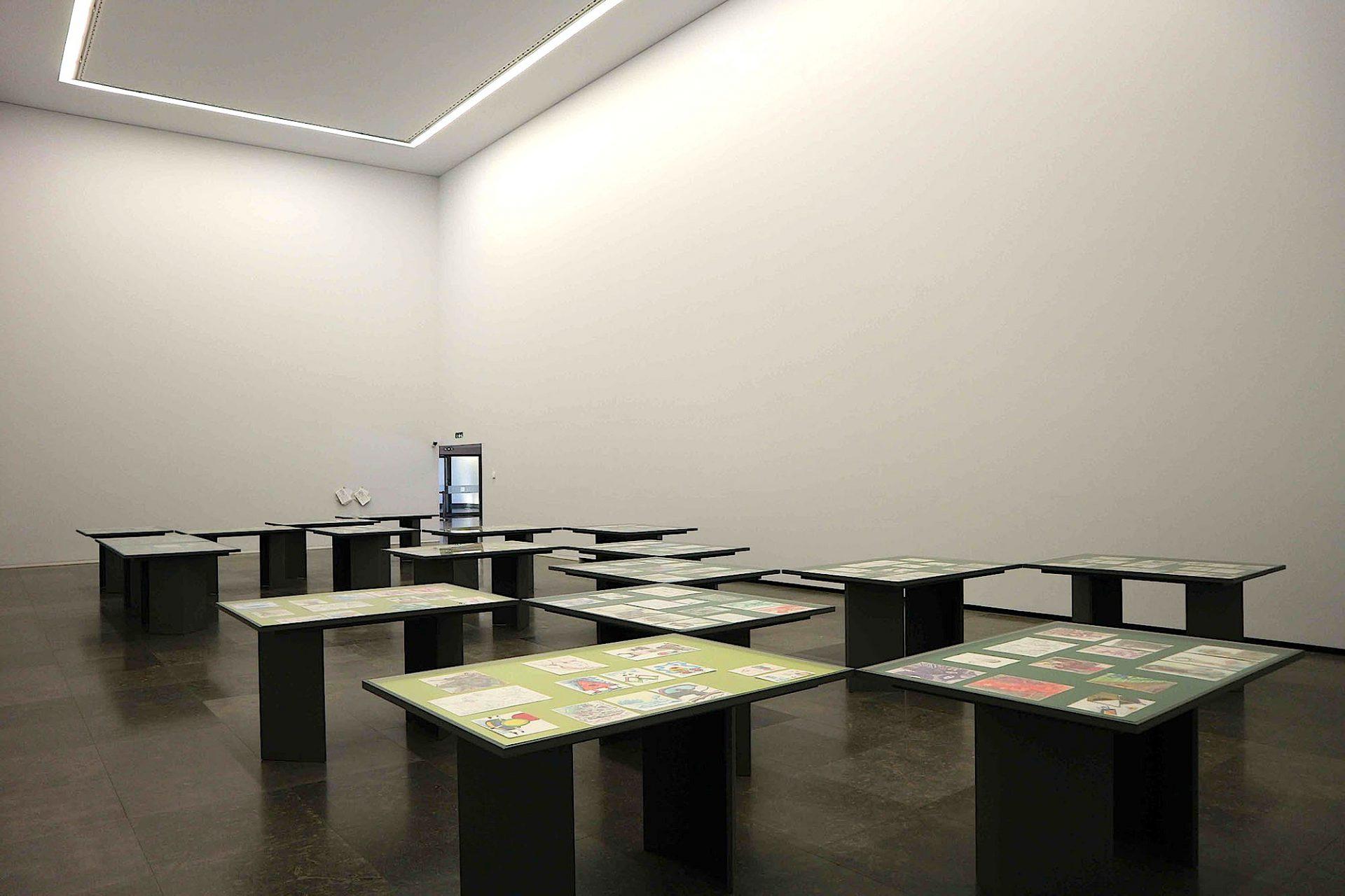 Haus der Geschichten Paula Rego. Raum für temporäre Ausstellungen der Kunst von Paula Rego.