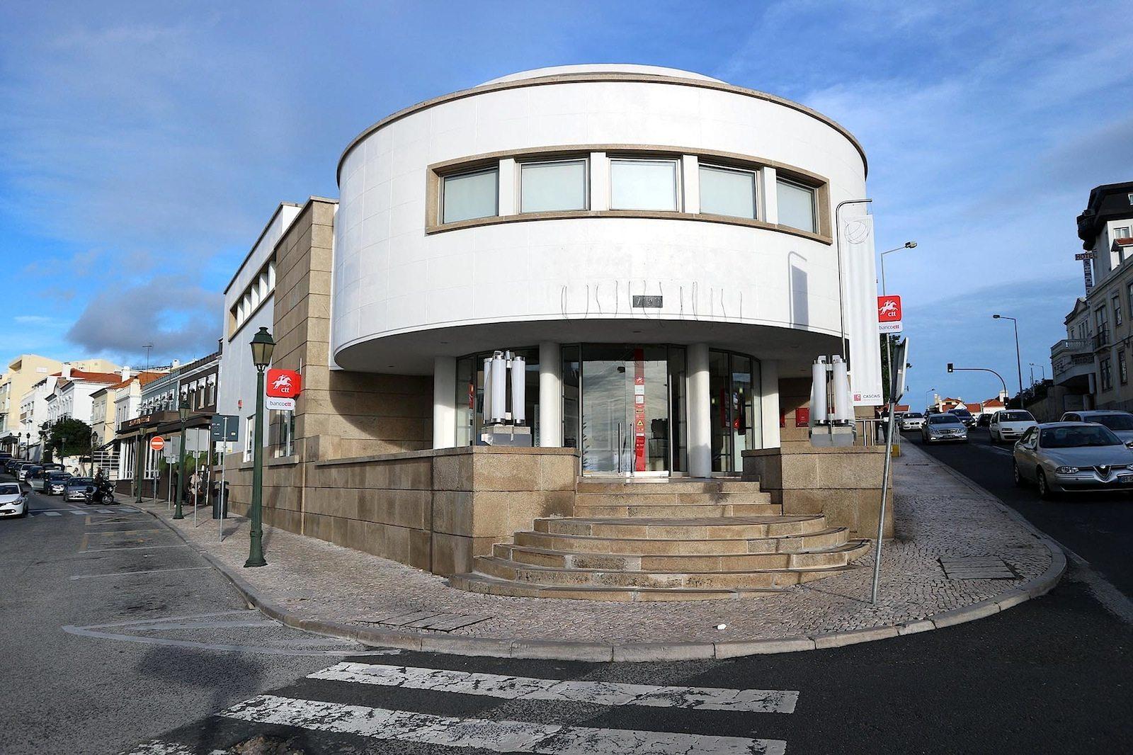 Postamt Estoril. Architekt: Adelino Nunes