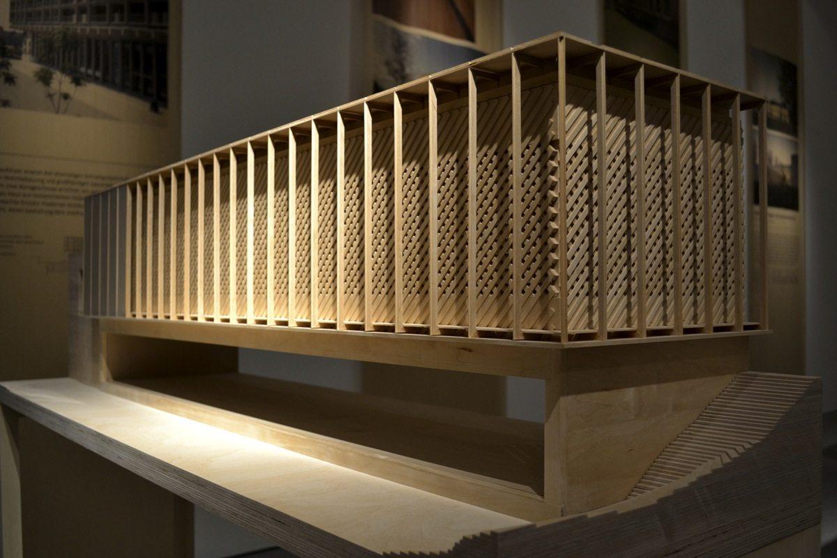 Bauen mit Holz. Die Modelle sind die zentralen Elemente der Ausstellung.