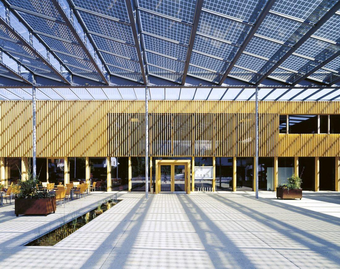 Gemeindezentrum Ludesch. Architekten Hermann Kaufmann ZT GmbH, Schwarzach, Österreich. Fertigstellung 2005