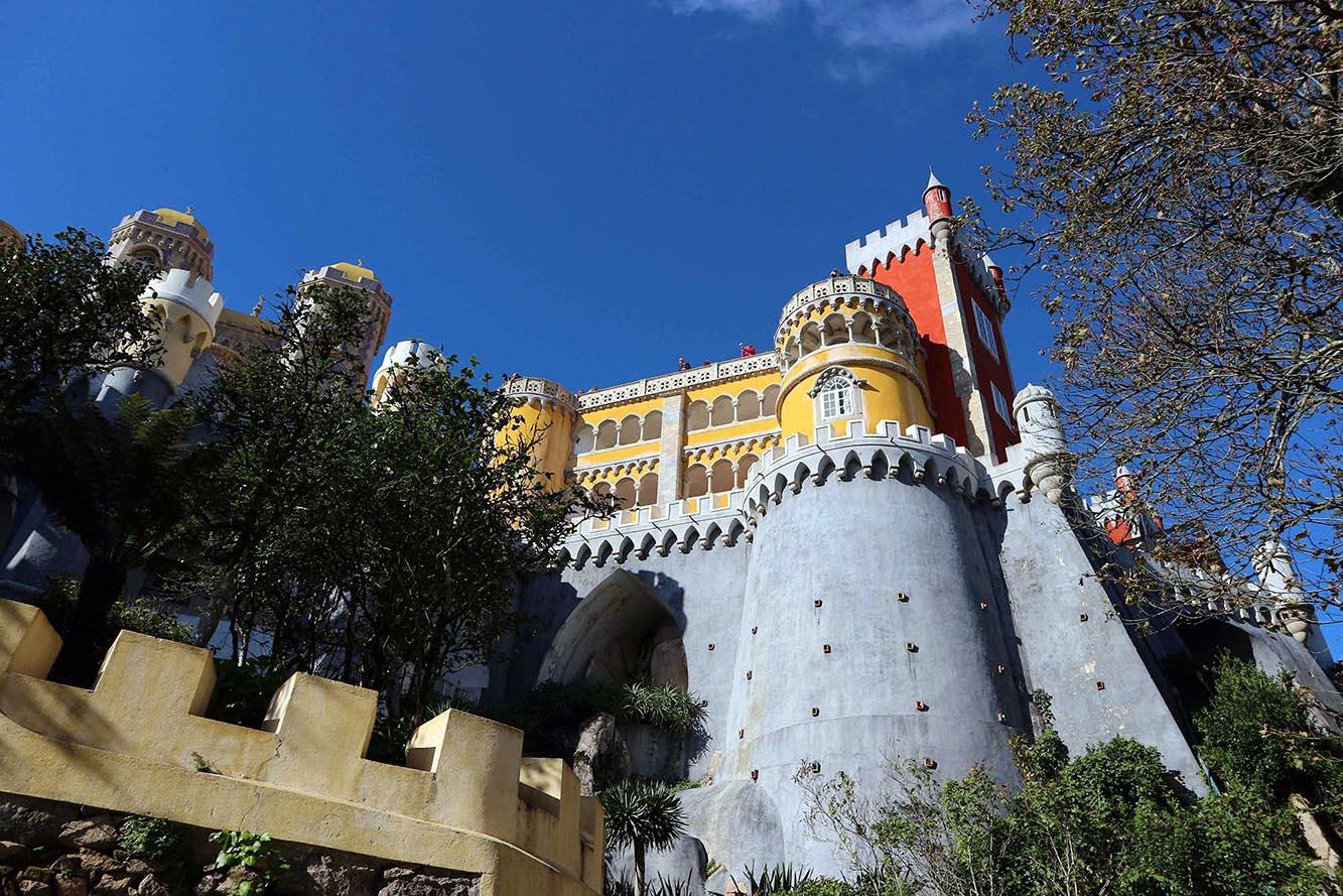 Palácio Nacional da Pena. Ein zuckriger Mix aus Formen und Farben.