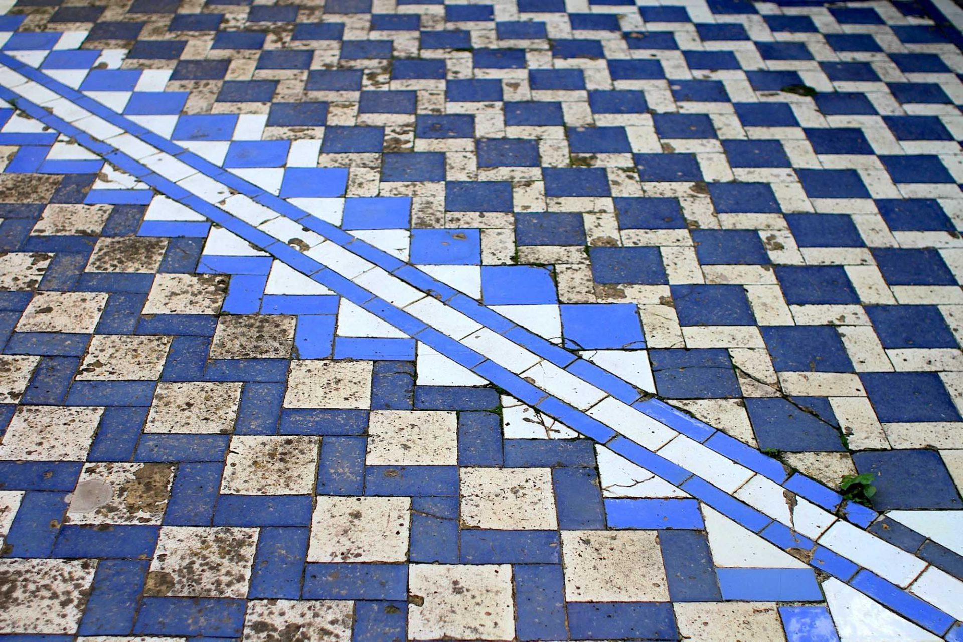 Palácio Nacional da Pena. Kachelkunst auf dem Boden des Innenhofs der ehemaligen Klosteranlage.