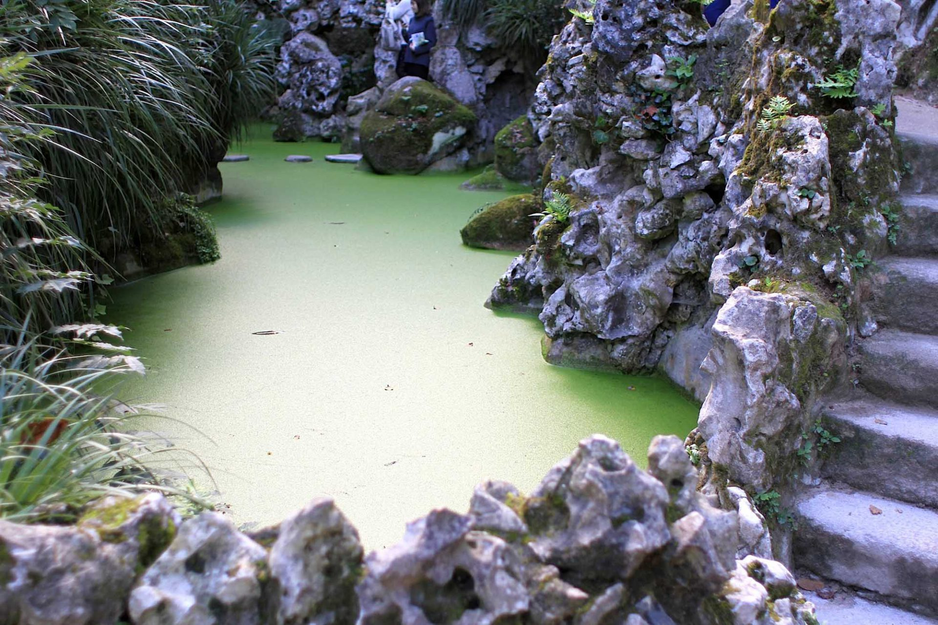Quinta da Regaleira.  ... mit Seen und Grotten.