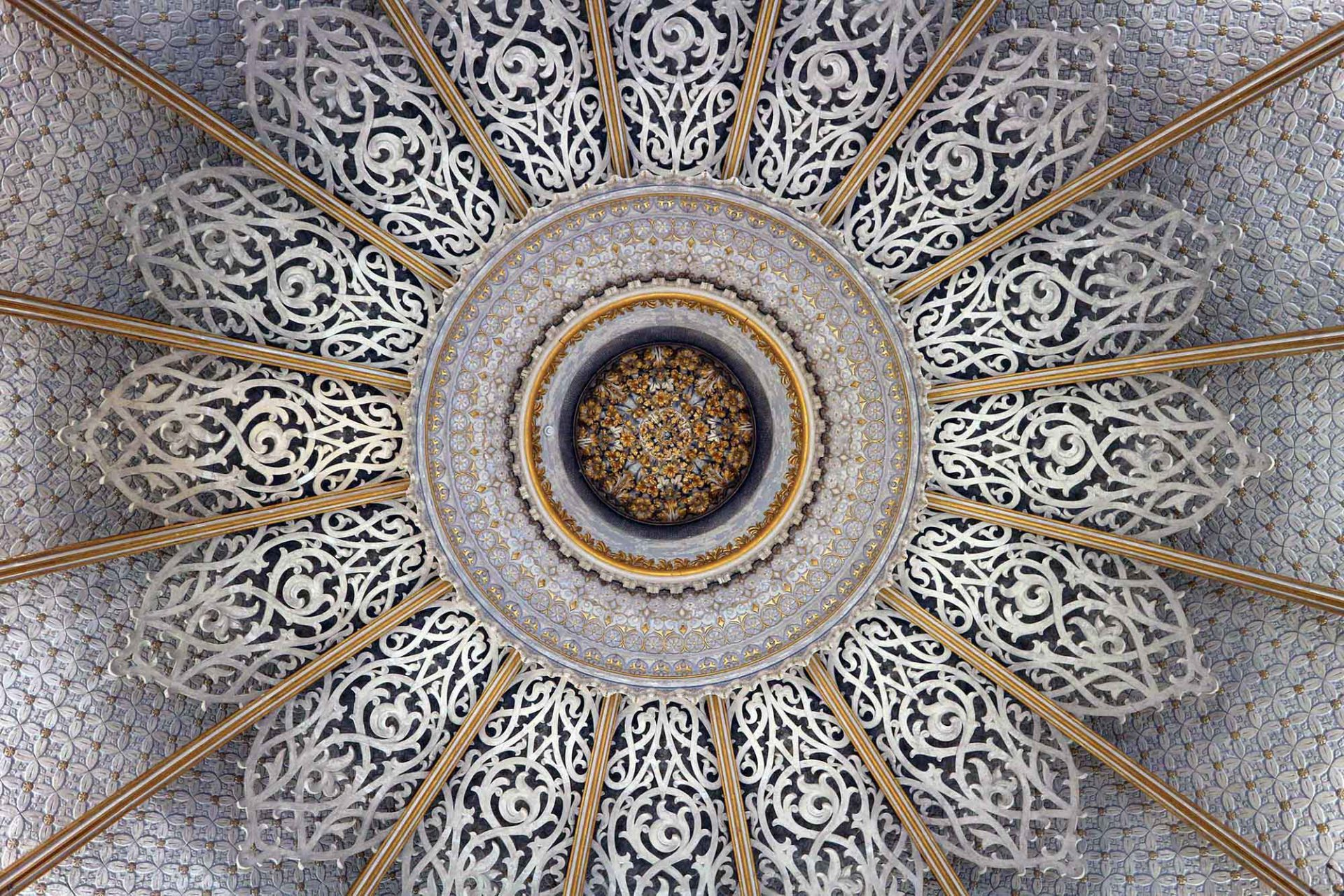 Palácio de Monserrate. Deckenkunst auf die Spitze getrieben.