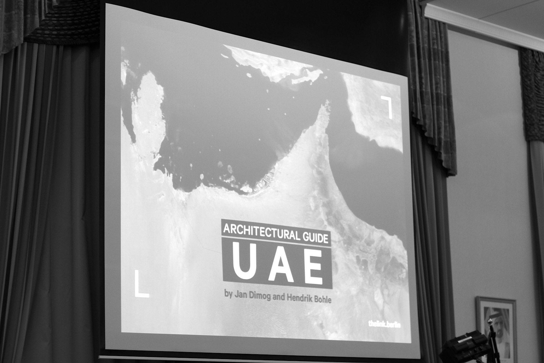 Inspiration. Die Bilderschau zeigte die Inspirationsquellen der Architekten, Ingenieure und Designer: der Naturraum des Landes mit seinen Wüsten, dem Hajar-Gebirge und dem Meer.