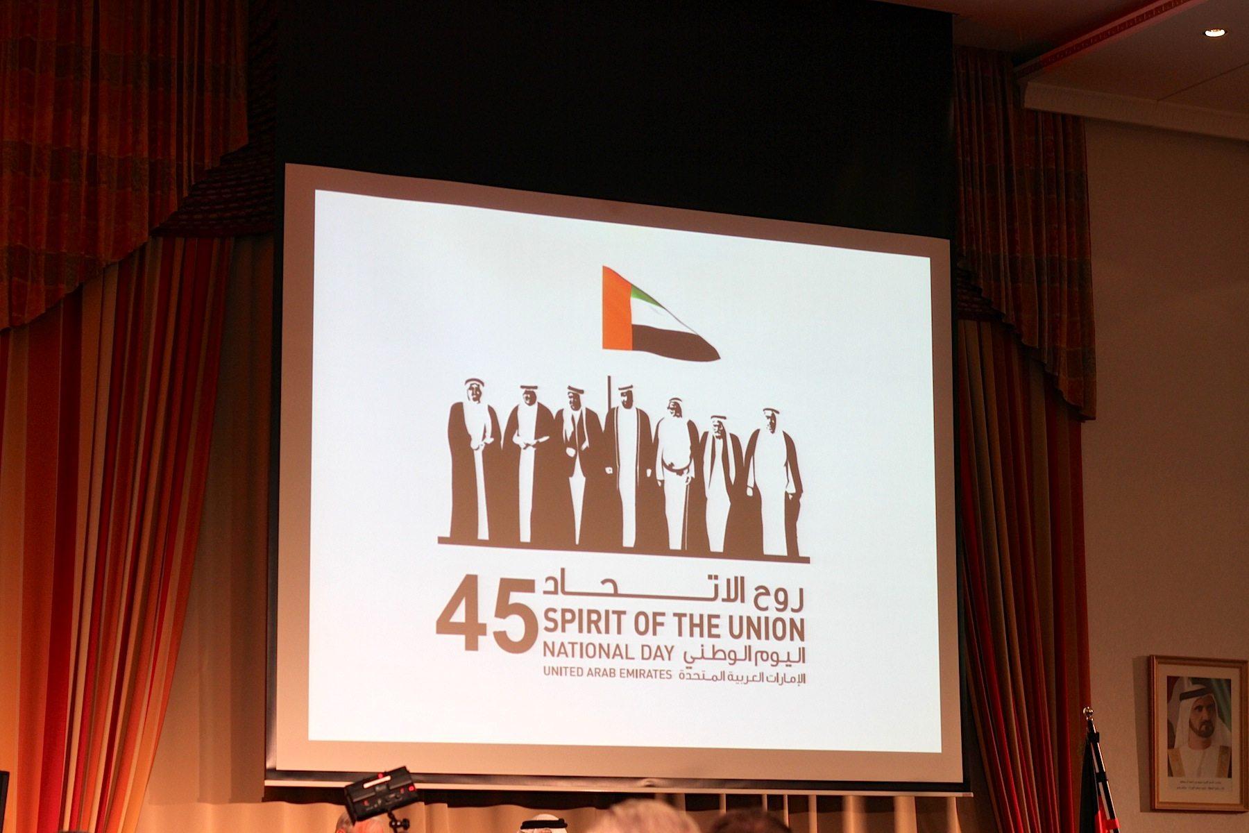 Gründung.  Am 2. Dezember 1971 war es offiziell: die Herrscher der sieben Emirate Abu Dhabi, Dubai, Sharjah, Ajman, Fujairah, Umm Al-Quwain und Ras Al-Khaimah hatten die föderal-konstitutionelle Wahlmonarchie der Vereinigten Arabischen Emirate gegründet. Am 2. Dezember 2016 wurde der 45. Jahrestag feierlich zelebriert.
