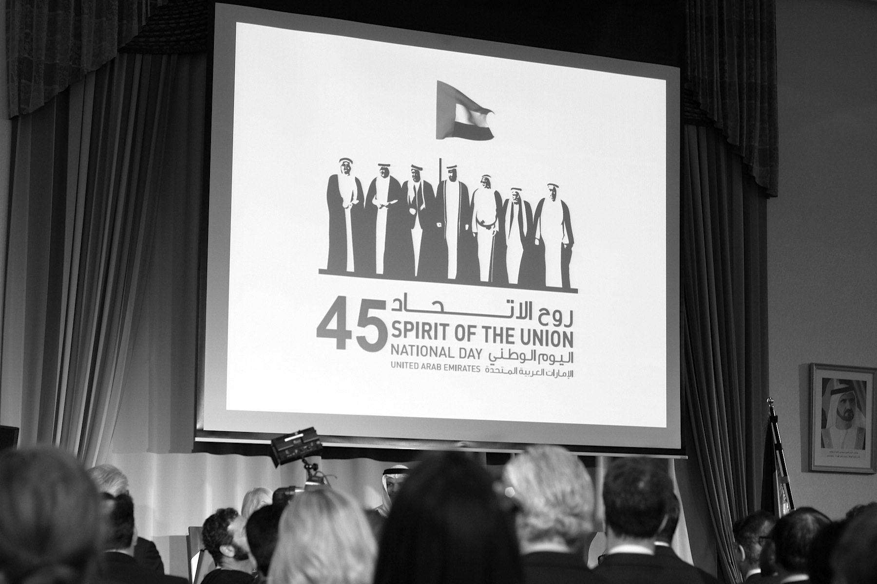 Geist.  Spirit of the Union: das Motto des Nationalfeiertags beschreibt die Werte des Landes, das viel Wert auf Zusammengehörigkeit, Toleranz und Respekt legt. Ein Geist, den der jetzige Präsident, Khalifa bin Zayed Al Nahyan mit seinem Kabinett, immer wieder hervorhebt.