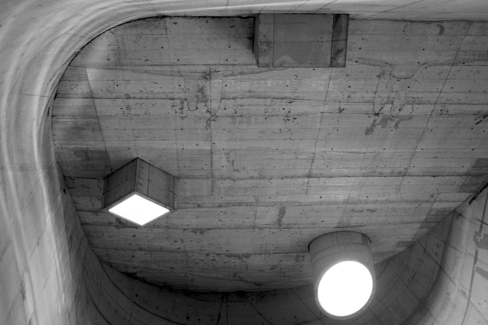 L'église Saint-Pierre.  Teil der Arbeit der Site Le Corbusier ist die Organisation von Konzerten, Workshops und Veranstaltungen rund um Architektur und Le Corbusiers Werk.