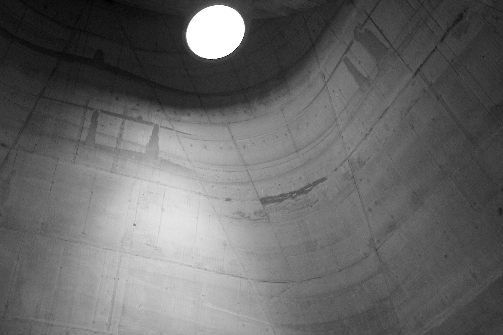 L'église Saint-Pierre.  Nach Aussagen der Site Le Corbusier ziehen die Bauten in Firminy-Vert bis zu 20.000 Besucherinnen und Besucher pro Jahr an.