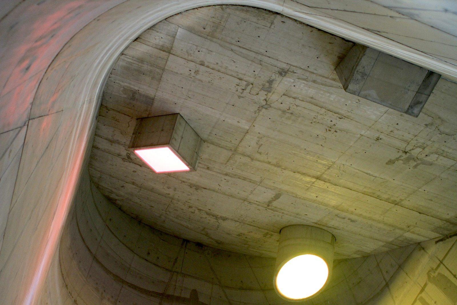 L'église Saint-Pierre. Die Kuppel ist wie für Musikfestivals gemacht: die Akustik ist klar und auf eine monumentale Weise eindrücklich ...