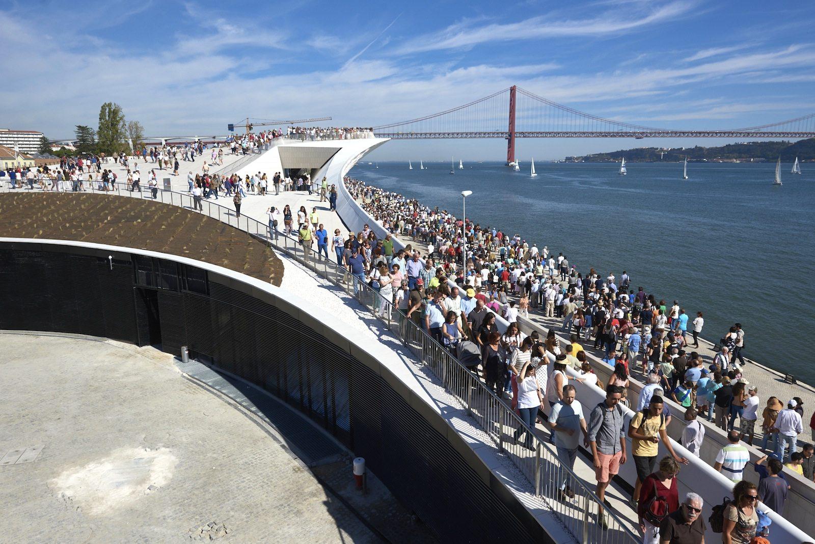 MAAT.  ... ein Museum als öffentlicher Platz mit der fantastischen Stadt-Fluss-Kulisse von Lissabon.