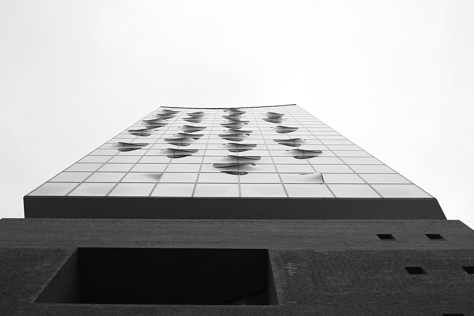 Rhythmus.  Die Plaza ist auf 37 m Höhe. Der höchste Punkt: 110 m.