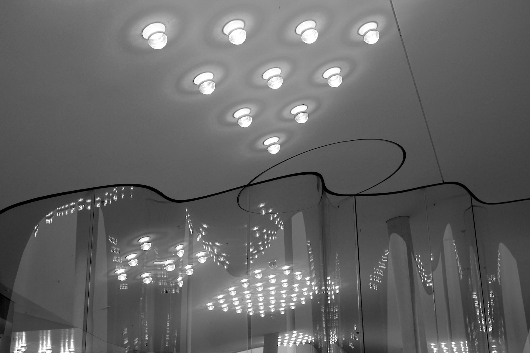 Anordnung. Die LED-Leuchten wurden rautenförmig gruppiert.