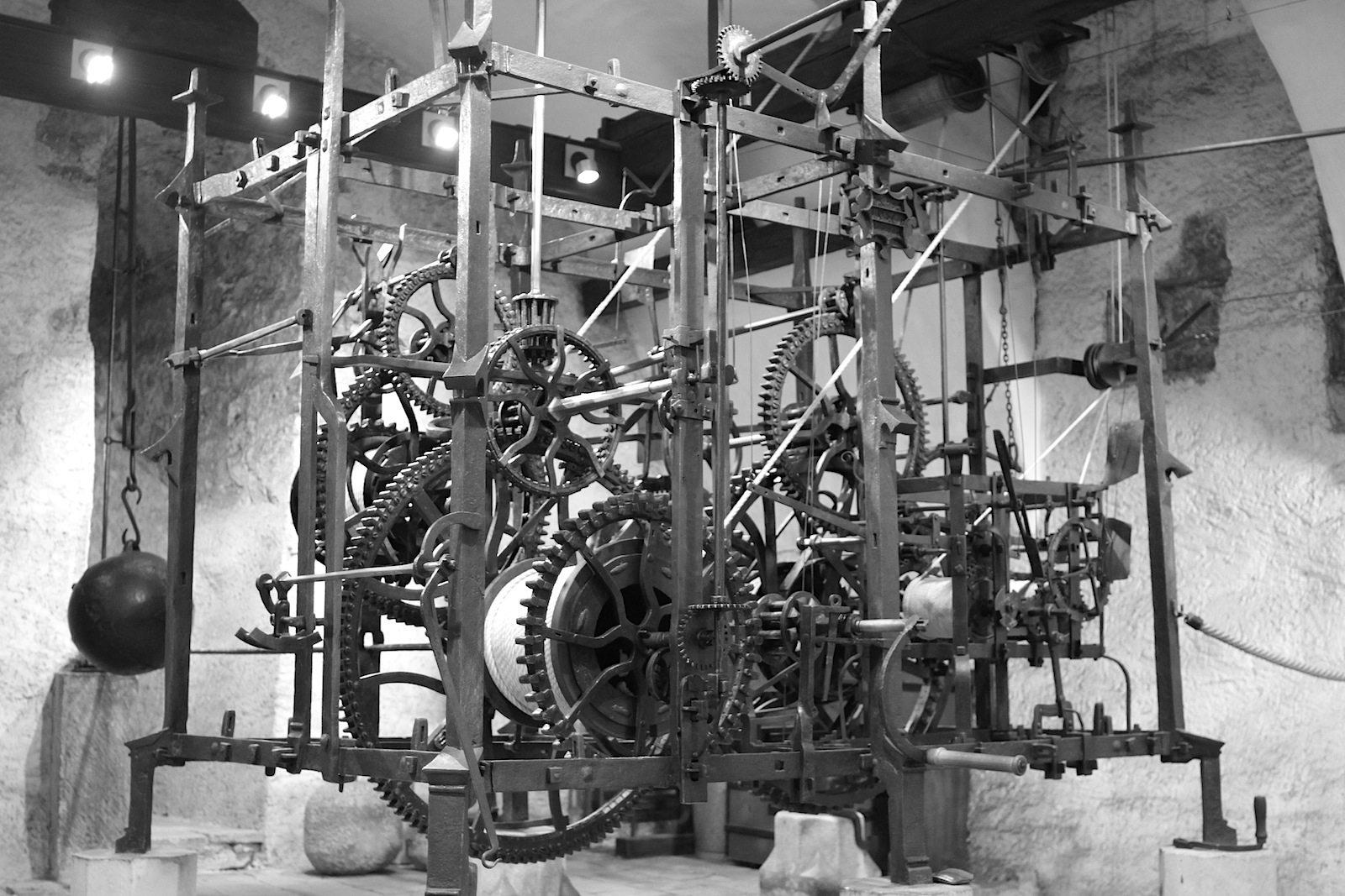 Komplex. Das Uhrwerk des Zytglogge aus dem 16. Jahrhundert.