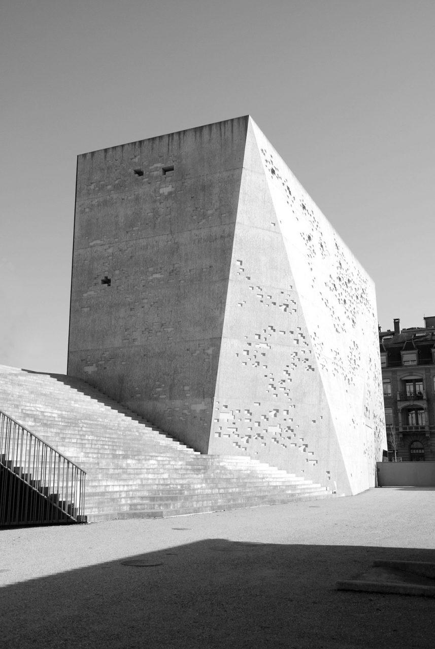 Kante. Bauherr des Anbaus war die Stiftung Historisches Museum Bern.