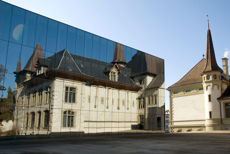 """Verbindung. Das aus Biel kommende Architektenkollektiv :mlzd feiert 2017 sein 20-jähriges Bestehen. Die Philosophie des Büros: die """"selbstbewusste und gleichzeitig respektvolle Haltung gegenüber dem baulichen Umfeld"""", so die Selbstbeschreibung."""