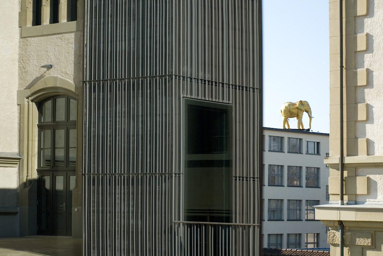 Abflug. :mlzd hat beim internationalen Wettbewerb für das Besucherzentrum des Flughafen Tempelhofs in Berlin den 1. Preis gewonnen. Das Gebäude des ehemaligen Flughafen-Towers soll umgebaut werden und erhält neue Zugangs- und Ausstellungsräume sowie eine Dachterrasse, von der aus man auf Europas größtes Baudenkmal blicken kann.