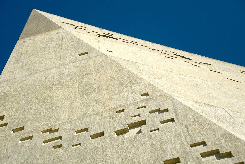 """Riese. Im Datenblatt beschreiben die Architekten die Erweiterung als """"Titan""""."""
