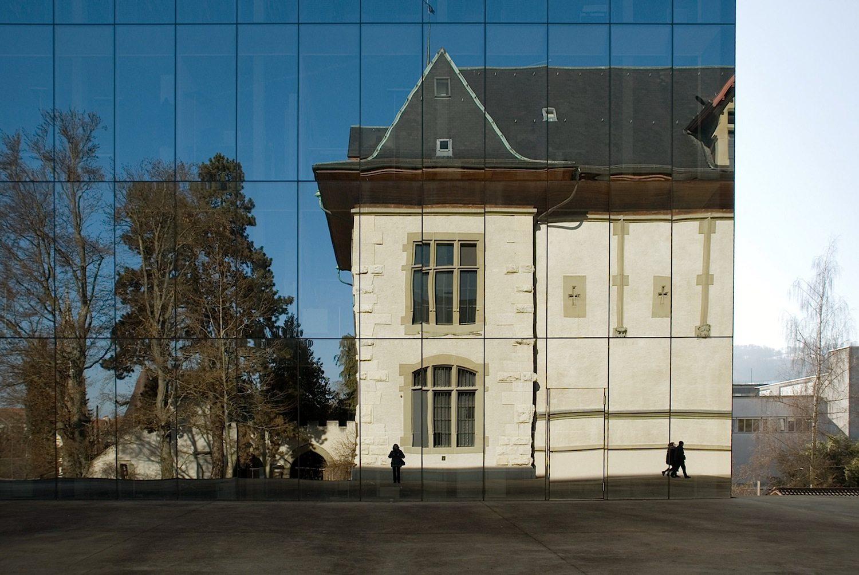Spiegel. ... für Wechselausstellungen und weiteren Platz für Depots.
