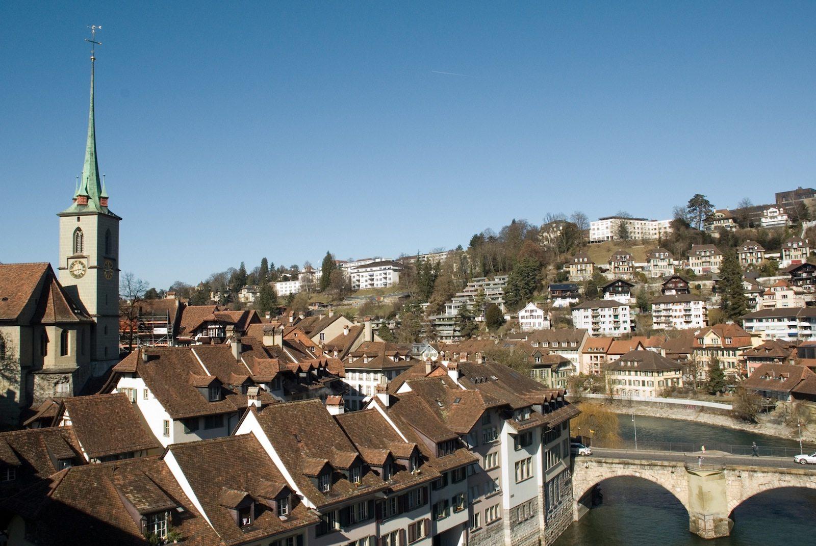 Verbindung. Die Untertorbrücke ist Berns älteste Brücke und eine der ältesten Steinbrücke der Schweiz, fertiggestellt 1487.