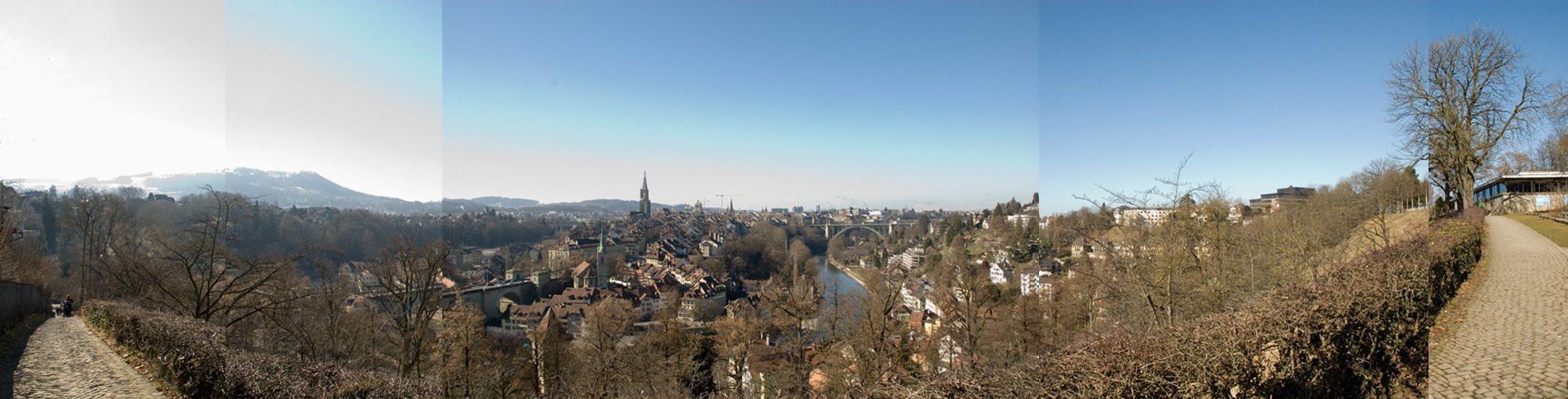 Stadtpanorama. Der Rosengarten ist einer der beliebtesten Plätze Berns – mit der Aussicht auf die Aareschlaufe und die UNESCO Welterbestätte der Altstadt von Bern.