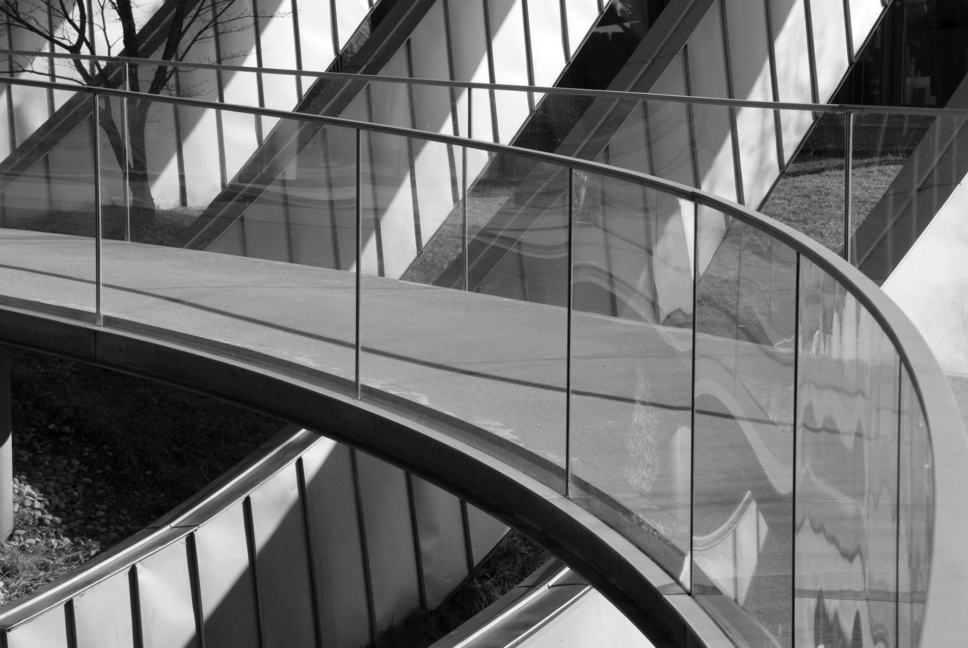 Zentrum Paul Klee.  Das Tragwerk besteht aus Stahlbeton, Stahl  und Aluminium.