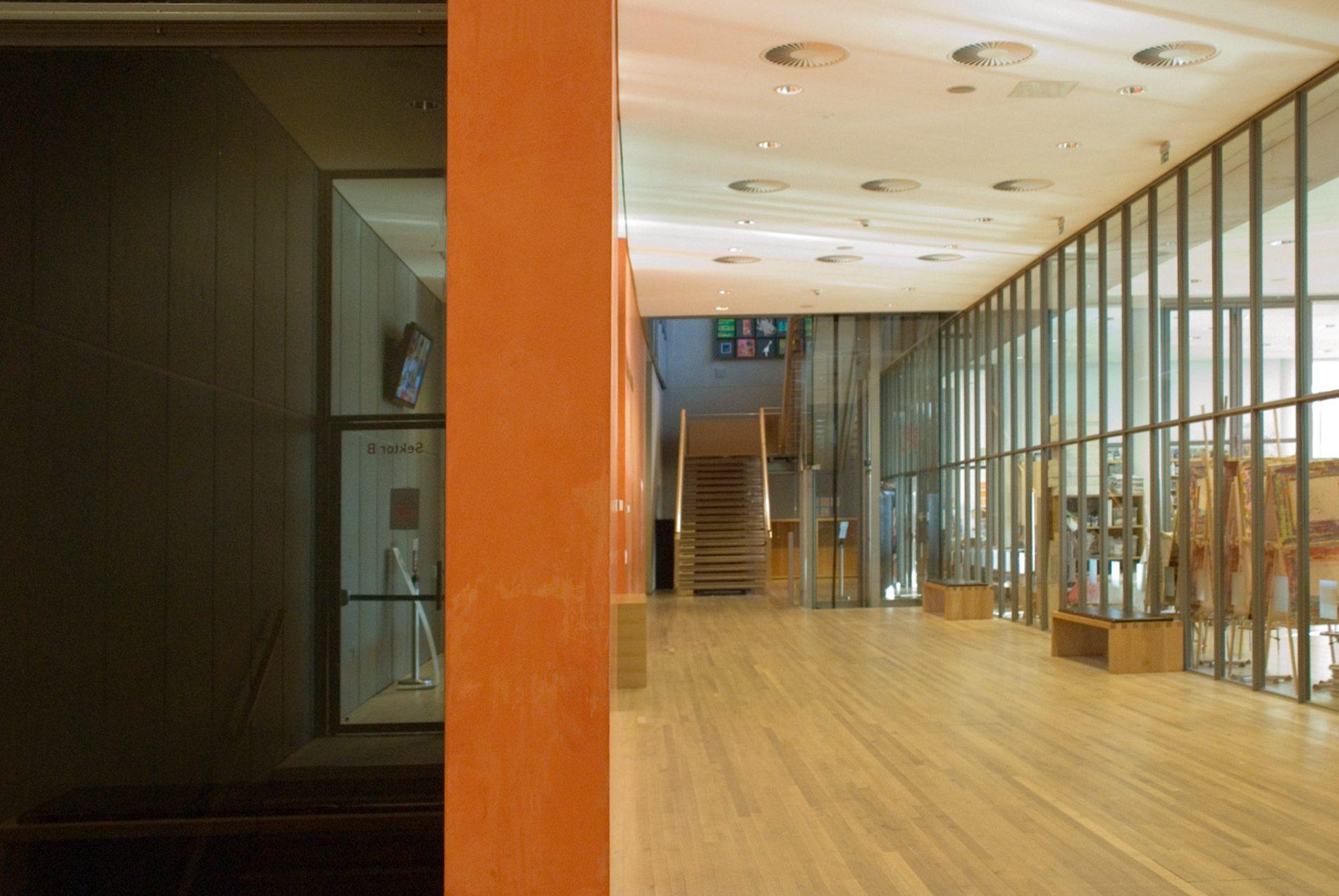 Zentrum Paul Klee. Das Kindermuseum Creaviva im Untergeschoss bietet eine bunte Palette an Angeboten für unterschiedlichste Altersgruppen.