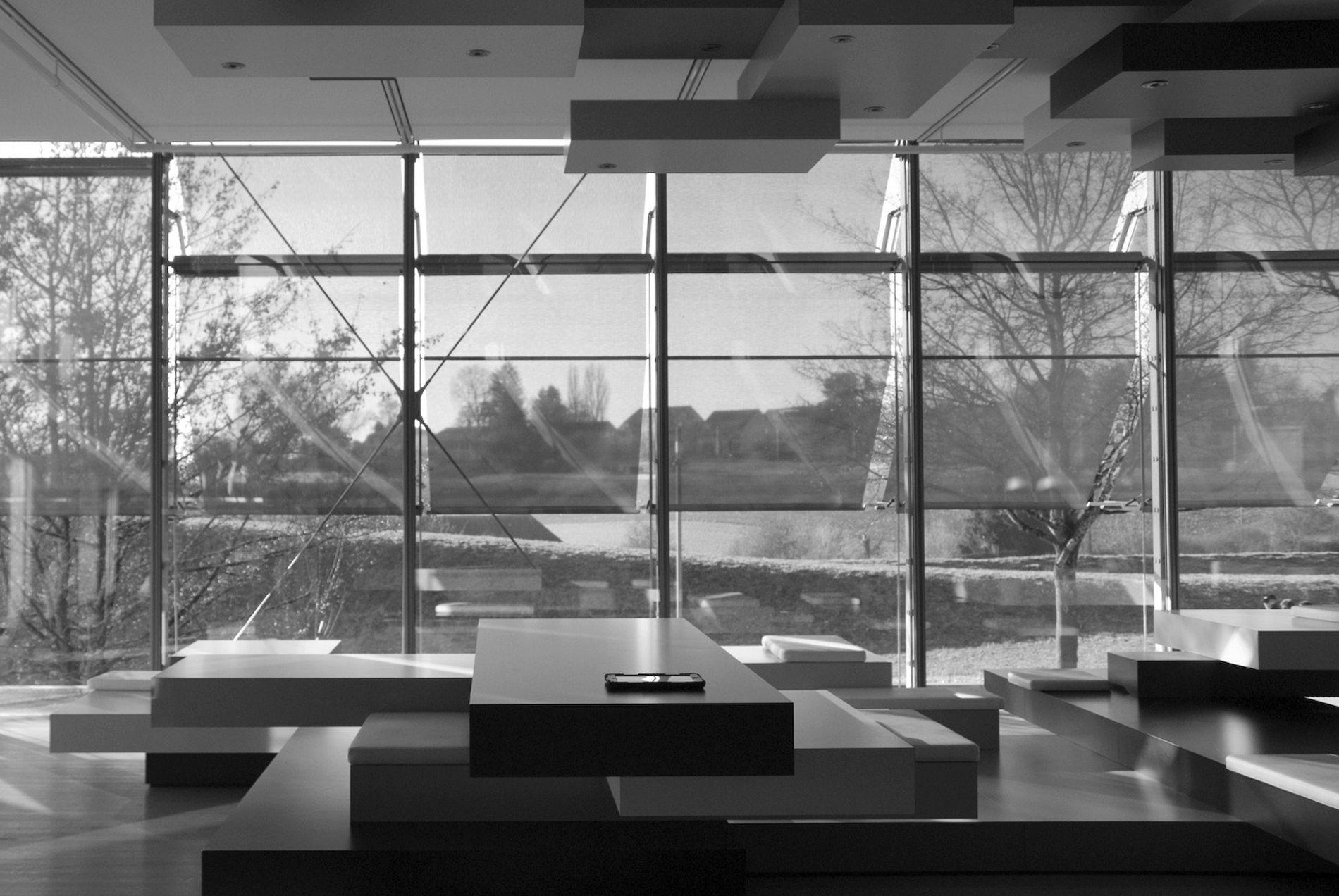 Zentrum Paul Klee.  Das Material der Fassade: Metall, Stahl und Glas.