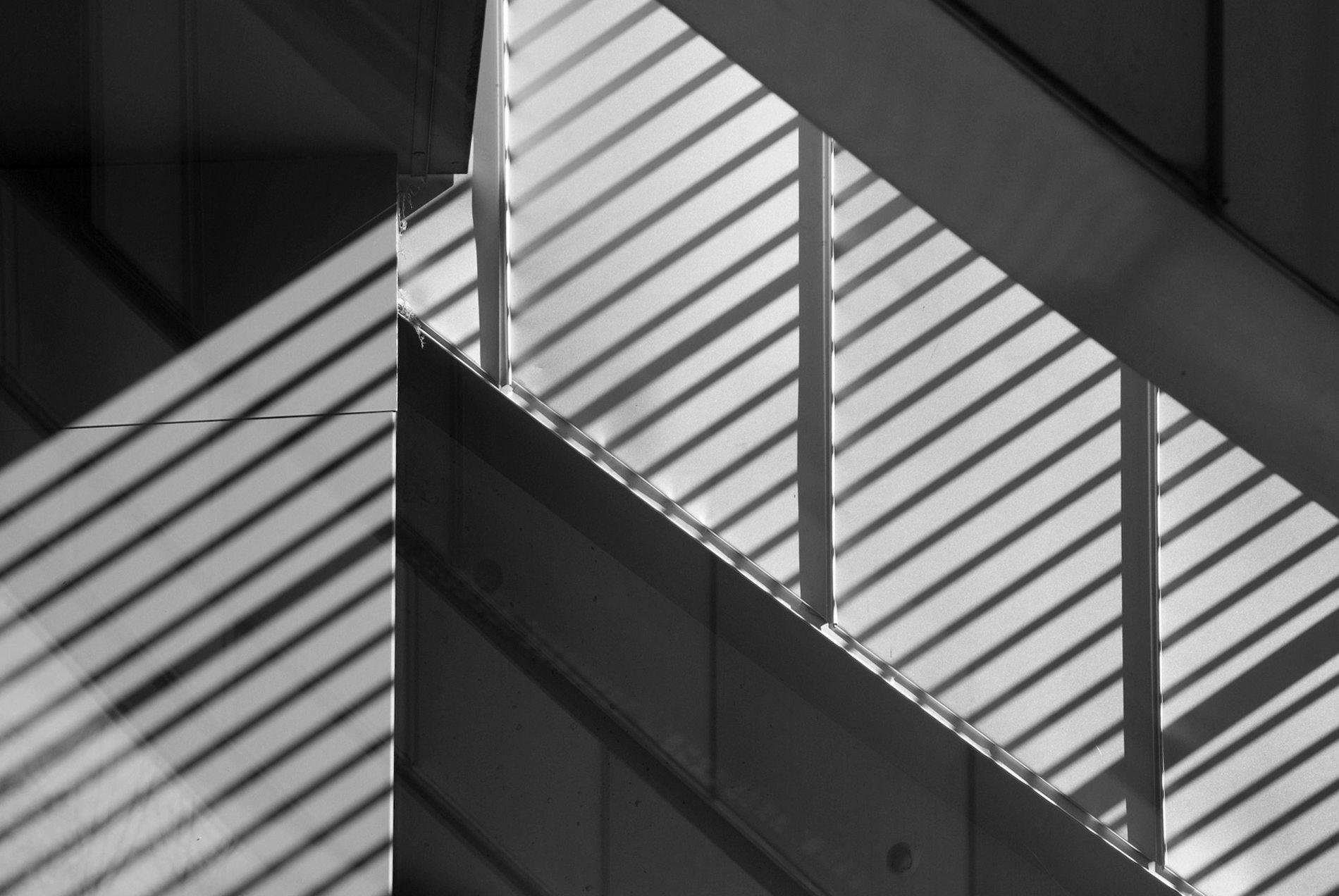 Zentrum Paul Klee. Licht- und Schattenspiel durch die große Glasfassade.