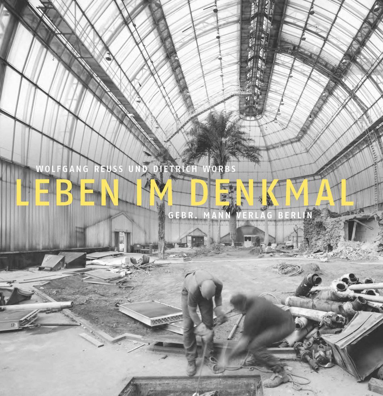 Leben im Denkmal.  von Wolfgang Reuss und Dietrich Worbs, erschienen bei Gebr. Mann Verlag Berlin