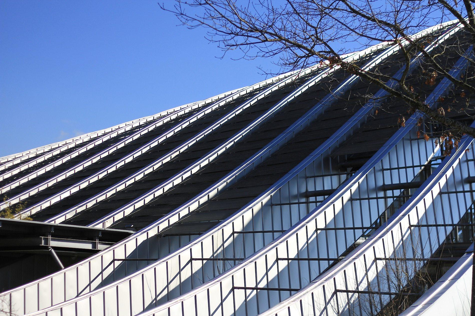 Zentrum Paul Klee. ... Sie beschreibt im Grundriss und in beiden Aufrissen Kreissegmente ...