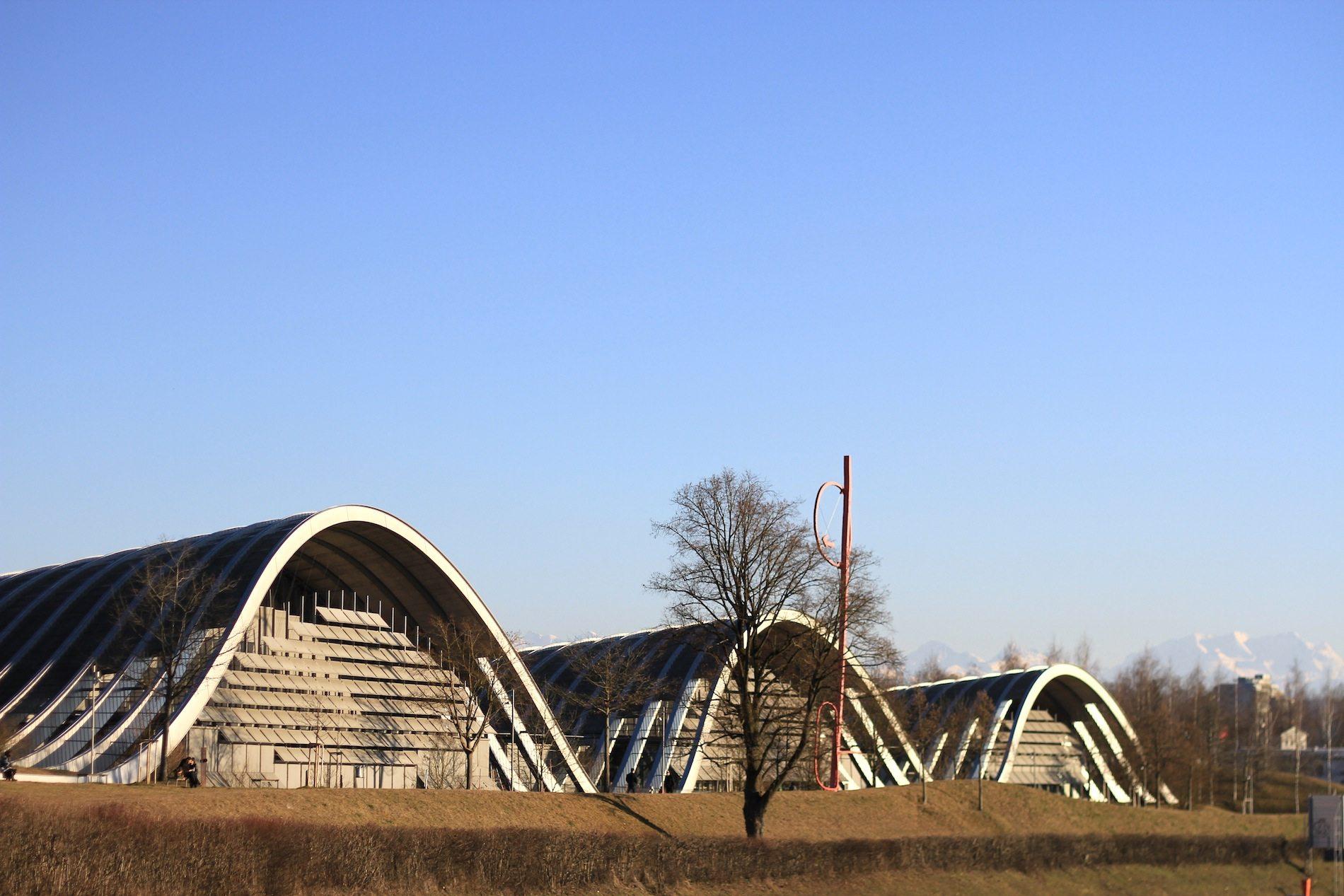 Zentrum Paul Klee. Die Geometrie des Baus besteht aus einer dreifach gekrümmten Fläche ...