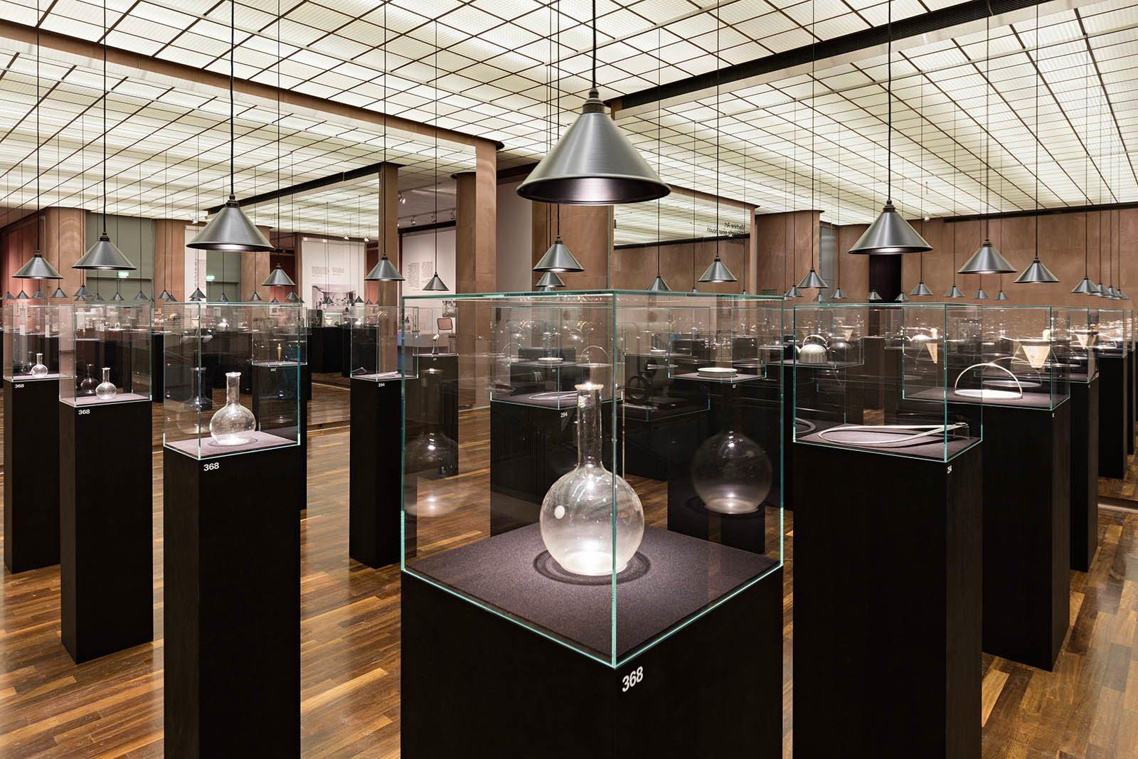 "Kunsthalle Bielefeld.  ""Partners in Design: Alfred H. Barr Jr. & Philip Johnson. Bauhaus-Pioniere in Amerika""."