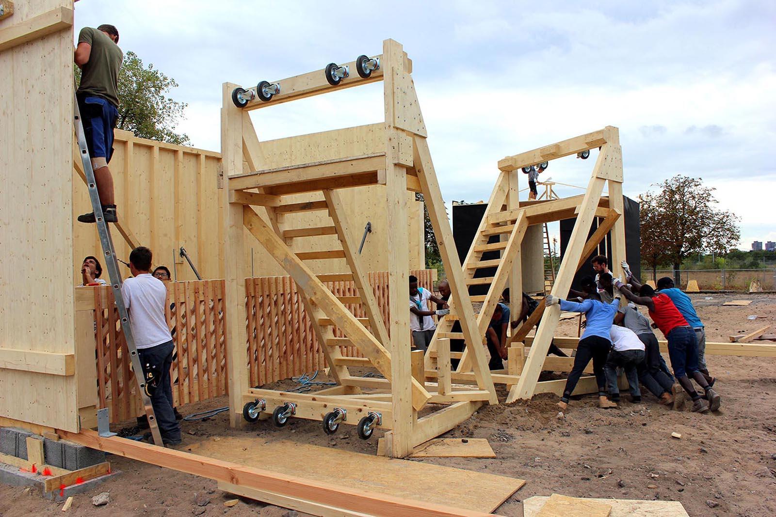 Gemeinschaftshaus Spinelli.  Hilfskonstruktionen auf der Baustelle.