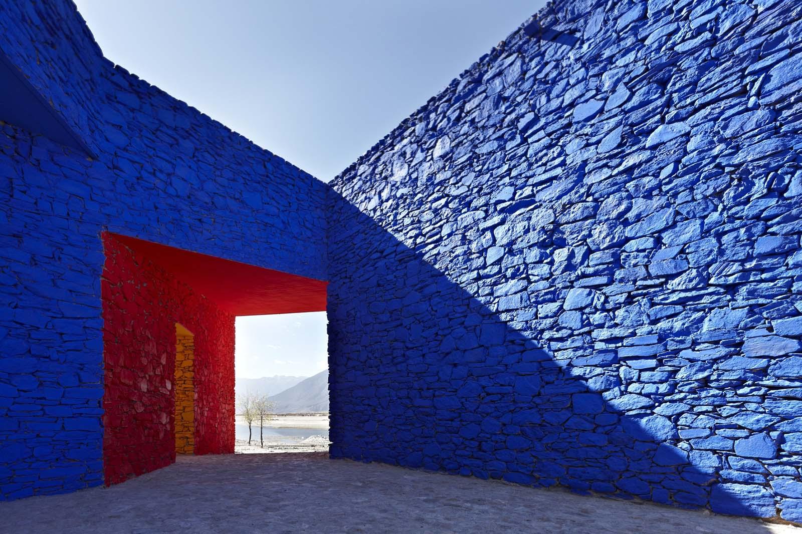 Bielefelder Kunstverein. Niyang River Visitor Centre in Tibet von ZAO/standardarchitecture (2010).