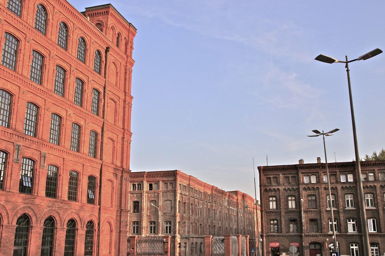 Bauerwartung. Die Stadt in der Stadt, die der Patriarch Izrael Poznański einst errichten ließ, sah auch Unterkünfte für seine Arbeiter vor. Die über tausend Quartiere in den vierstöckigen Wohnblocks südlich der Manufaktura warten auf ihre Umwandlung in attraktive Apartements.