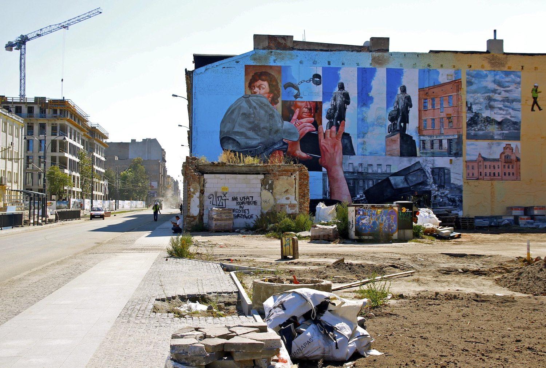 Die neue Mitte. Auf einem Gelände von rund einer Million Quadratmetern entlang der Kilinskiego-Straße, mit dem EC1 und dem neuen Bahnhof Fabryczna als Kern, werden Altbauten erneuert und Neubauten hoch gezogen. Das ambitionierte Gate City, entworfen von dem in Łódź aufgewachsenen Daniel Libeskind, blieb leider auf der Strecke.