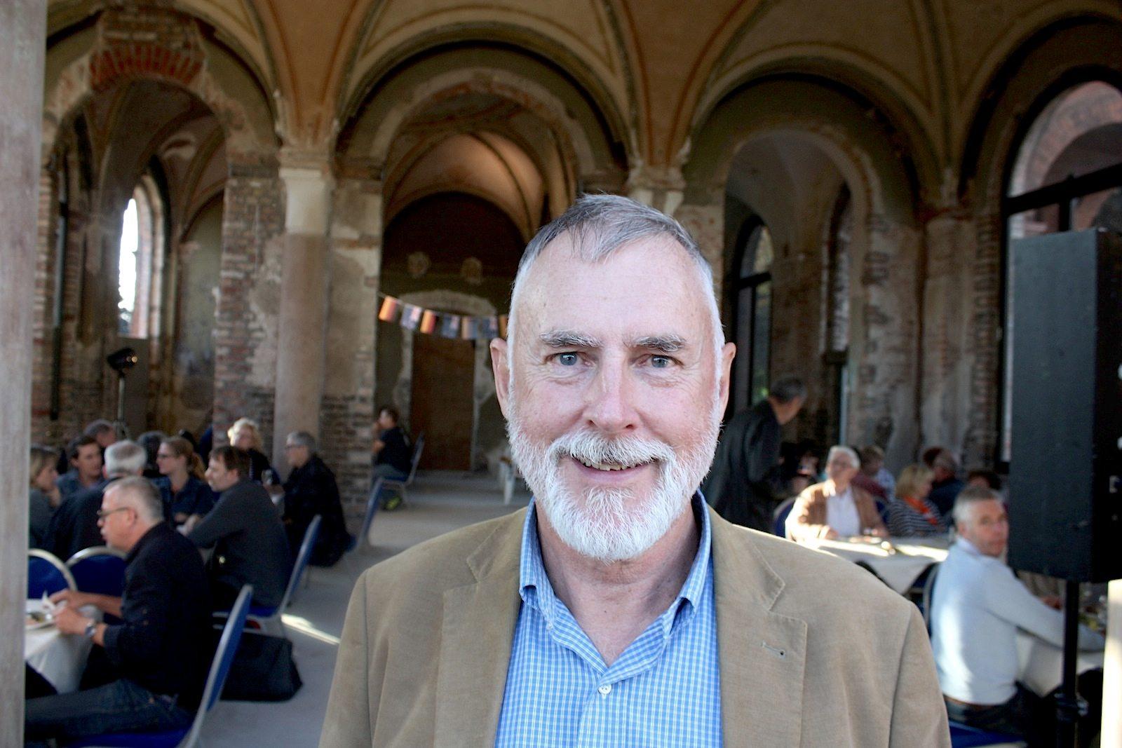 Peter Macky. Im Juli 2015. Der ehemalige Anwalt hat Jura an der Universität von Auckland, Neuseeland studiert. Er hat unter anderem in Paris und London gelebt. Seit einigen Jahren ist er Mitbetreiber von Easy Cycling Tours, einem Anbieter für Fahrradtouren in und um Berlin.