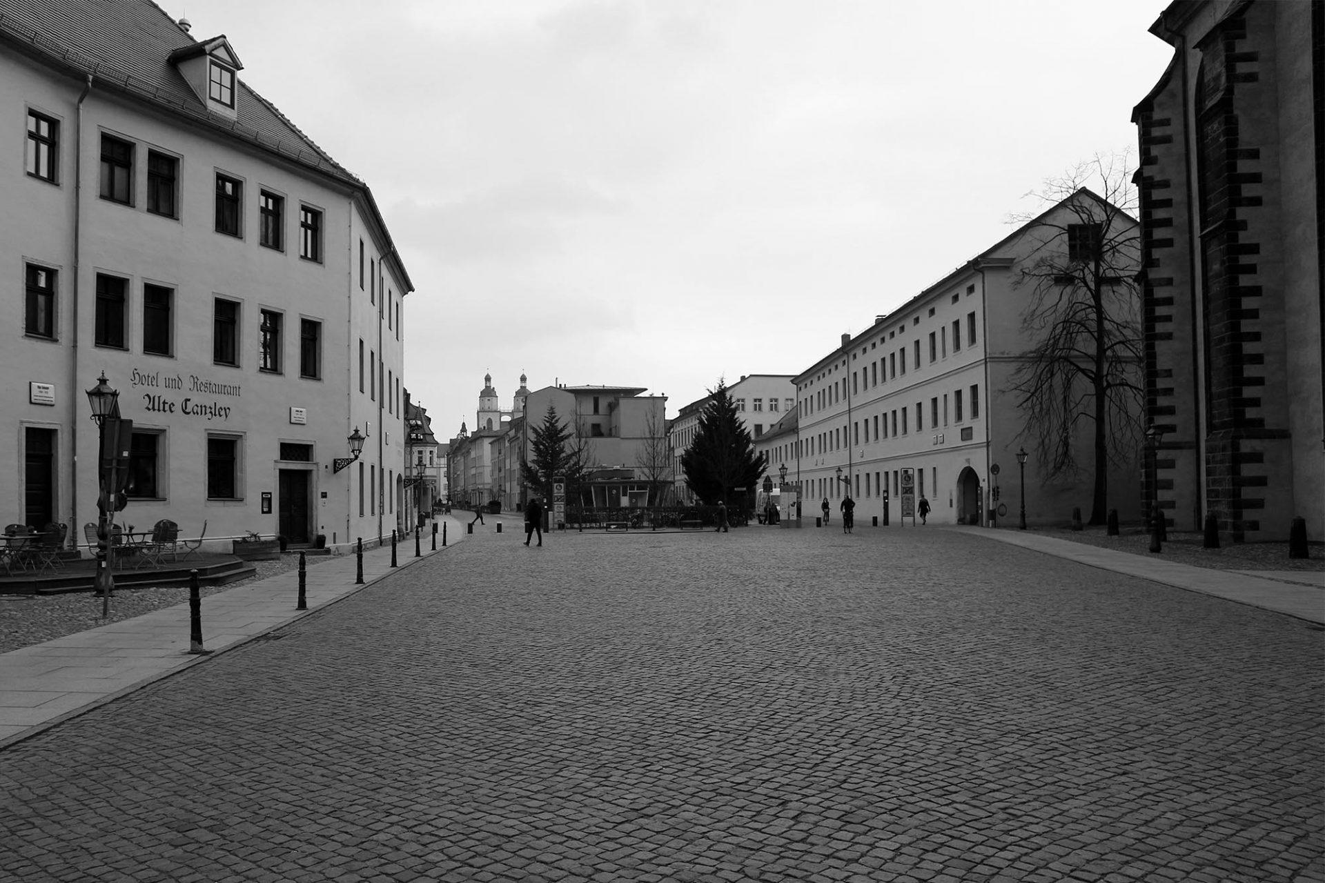 Stadtansichten. Ein grüner Ring umschließt den historischen Stadtkern: das Gartendenkmal Wallanlagen. Autos wurden aus der Altstadt verbannt und Platz geschaffen für Fußgänger und Radfahrer.