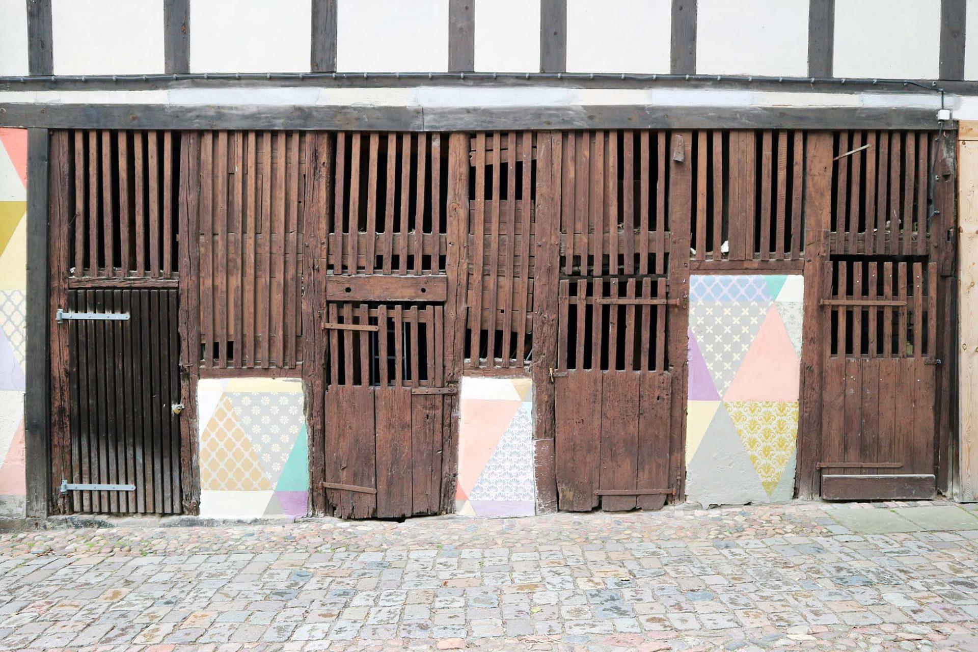 """Cranach-Höfe. """"Wo Häuser verkommen, verkommen auch Menschen."""" 1989 protestierten die Wittenberger Bürger in Lucas Cranachs d. Ä. einstiger Arbeits- und Wirkungsstätte erfolgreich gegen den Verfall der Stadt."""