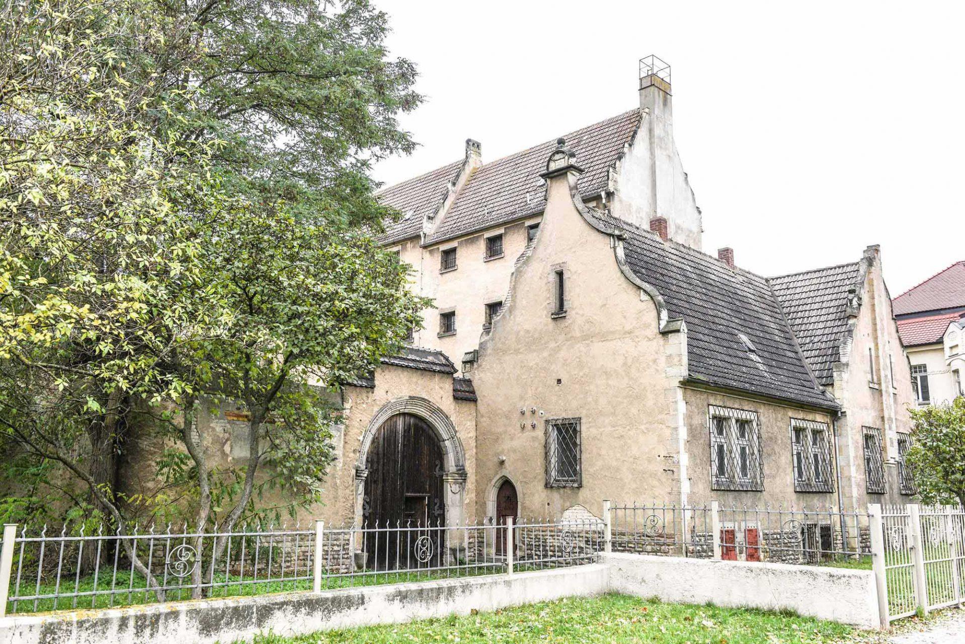 """Ehemalige Haftanstalt. In dem alten Gefängnis ist die Ausstellung """"Luther und die Avantgarde"""" zu sehen."""