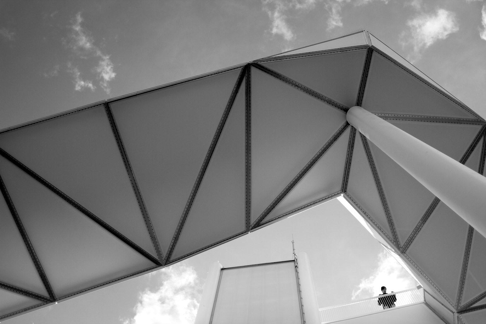 Wolkenhain. Die Konstruktion ermöglicht auf über 120 Metern über dem Meeresspiegel nicht nur einen umfassenden Blick auf das IGA-Ausstellungsgelände ...