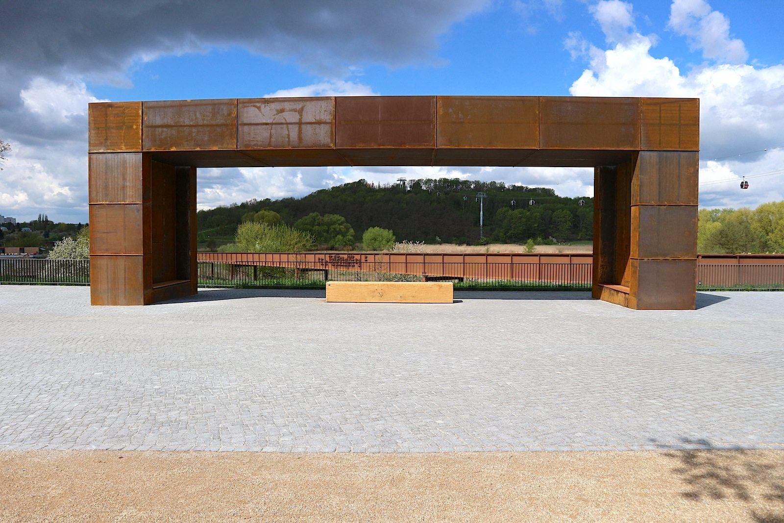 Belvedere.  Der stählerne Ruhepol wurde von ARGE geskes.hack Landschaftsarchitekten, Kolb Ripke Architekten, VIC Brücken- und Ingenieurbau geplant.