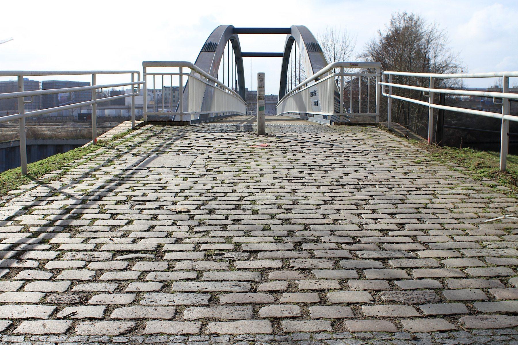 Zoom: Kieler Brücke im Nordhafen