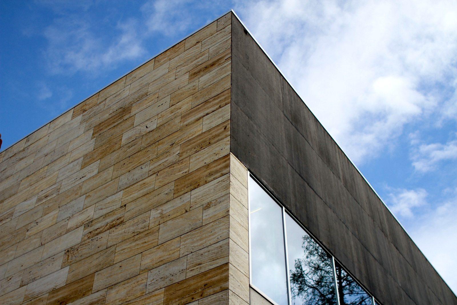 Kunsthal Rotterdam. Glas, Stein und Stahl bestimmen das Gesicht des Hauses.